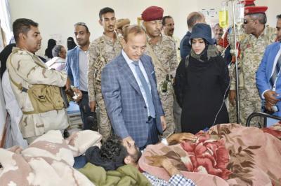محافظ تعز يزور الجرحى في مستشفى الثورة بالمحافظة