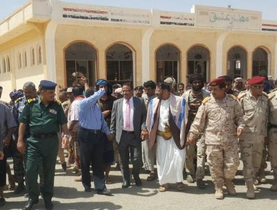 وزير النقل ومحافظ شبوة يتفقدان مطار عتق