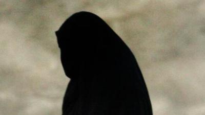هدد سعودية بنشر صورها.. فأعطته 900 ألف ريال