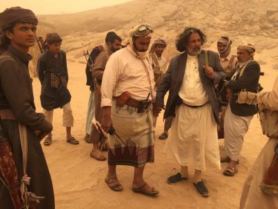 """محافظ الجوف اللواء """" العكيمي """"  يتفقد الصفوف الأمامية للجيش الوطني في وادي خب"""