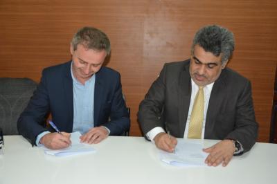 الحكومة اليمنية توقع اتفاقيتين أساسيتين مع منظمتي أطباء بلا حدود الإسبانية والسويسرية