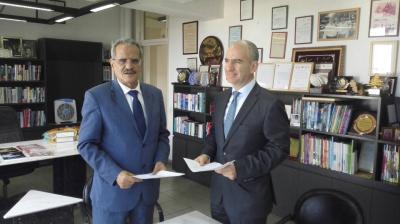 وزير التربية يوقع على اتفاقية لوضع منهج اللغة الإنجليزية في مدارس اليمن