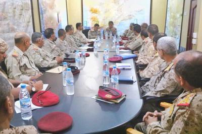 المقدشي يترأس اجتماعا برؤساء هيئات ومدراء دوائر وزارة الدفاع