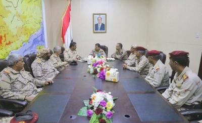 الفريق المقدشي يعقد اجتماعا بقيادة المنطقة العسكرية السادسة بحضور اللواء هاشم الأحمر ( صوره)