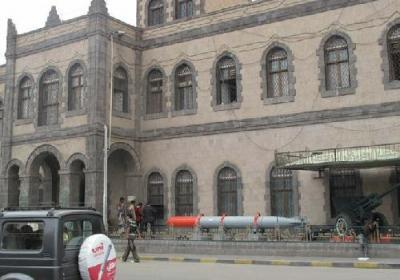"""الحوثيون يقدمون على محو آثار الرئيس الراحل """" صالح """" من المتحف الحربي بصنعاء"""