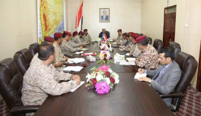 الفريق علي محسن الأحمر يرأس إجتماعاً بقيادات وزارة الدفاع بمأرب
