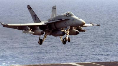 سقوط طائرة F-18 قبالة فلوريدا ومقتل طاقمها