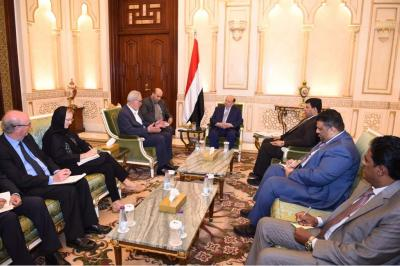 الرئيس هادي يستقبل فريق لجنة الخبراء لتقصي الحقائق