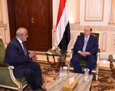 الرئيس هادي يلتقي محافظ الحديدة