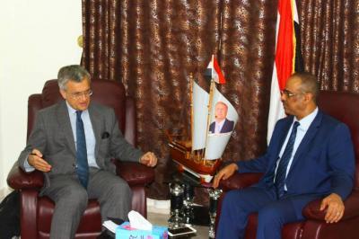 نائب رئيس الوزراء وزير الداخلية يلتقي السفير السويدي لدى اليمن