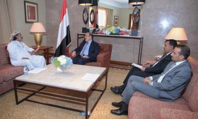"""الفريق علي محسن الأحمر يلتقي محافظ الجوف """" العكيمي """""""