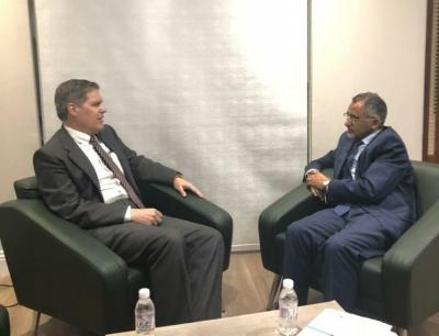 لقاء يجمع محافظ البنك المركزي اليمني بالسفير الأمريكي حول الإجراءات الفنية والنقدية التي ينفذها البنك