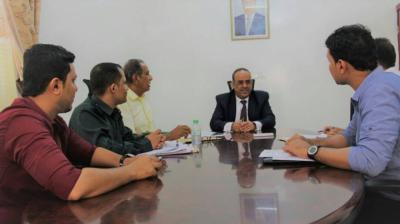 وزير الداخلية يناقش آلية صرف مرتبات منتسبي وزارة الداخلية والتي ستسلم يداً بيد عبر شركة الكريمي