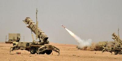 إطلاق صاروخ باليستي على جازان .. الدفاع الجوي السعودي يعترضه والحوثيون يقولون أنهم إستهدفوا خزانات آرامكو