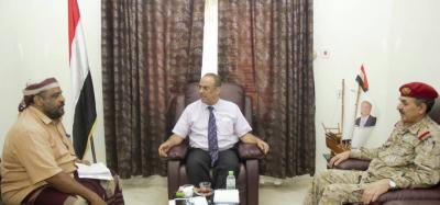 وزير الداخلية يلتقي نائب رئيس الأركان ومدير القاعدة الإدارية