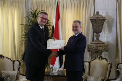 المخلافي يتسلم أوراق اعتماد سفير بولندا الصديقة لدى اليمن