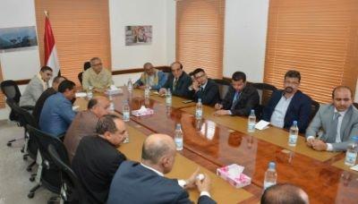 إبتزاز من نوع جديد .. الحوثيون يلزمون رجال الأعمال والتجار بدعم إمتحانات الطلاب للشهادتين الأساسية والثانوية