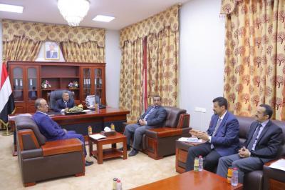 بن دغر يناقش الأوضاع الأمنية والخدمية في العاصمة المؤقتة عدن
