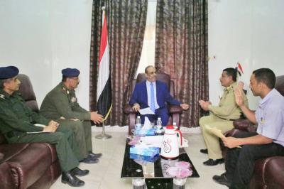 """وزير الداخلية """" الميسري""""  يناقش مع الأحوال المدنية امكانية إصدار البطاقة الشخصية بالشريحة الإلكترونية"""