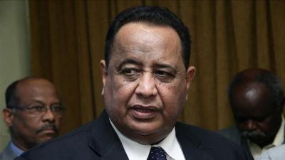الرئيس السوداني يعفي وزير الخارجية من منصبه