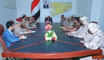 الفريق علي محسن الأحمر يصل مأرب ويعقد إجتماعاً بقيادة التحالف وقيادات الجيش اليمني ( صوره)