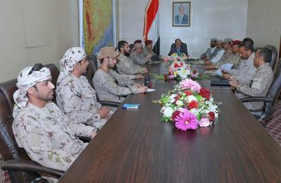 الفريق علي محسن الأحمر يعقد إجتماعاً للقيادة المشتركة وبحضور محافظي مأرب والجوف