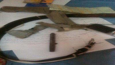 """(شاهد بالصور ) المسدس كاتم الصوت """" قلم """" الذي تم ضبطه مع شخص امام وزارة الخدمة المدنية"""