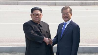 زعيما الكوريتين الشمالية والجنوبية يوقعان بيانا للسلام في شبه الجزيرة الكورية ( بنود الإتفاق )