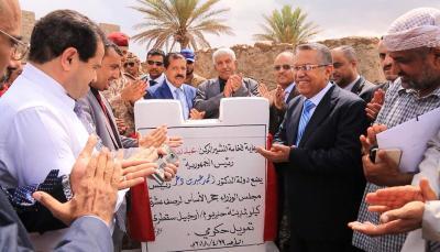 بن دغر يضع حجر الأساس لمشاريع طرق في أرخبيل سقطرى