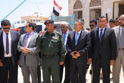 بن دغر يزور إدارة مركز شرطة سقطرى ويطلع على جاهزية الوحدات الأمنية