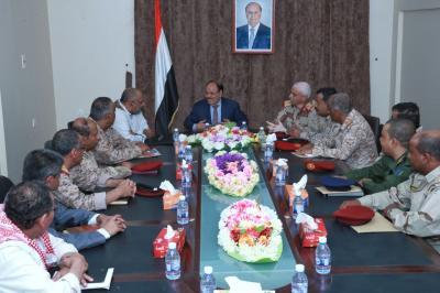 الفريق علي محسن الأحمر يلتقي اللجنة الأمنية لمديريات الوادي بحضرموت