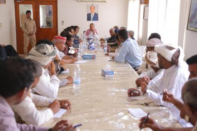 بن دغر يرأس اجتماع لتنفيذي سقطرى ويوجه بدراسة انشاء مجمع حكومي للمحافظة
