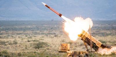 الدفاع الجوي السعودي يعترض صاروخ باليستي فوق جيزان