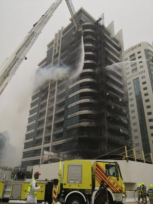 حريق يلتهم أحد أبراج دبي
