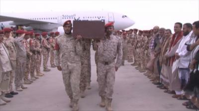 بالصور .. وصول جثمان اللواء أحمد الحدي الى مطار عدن الدولي