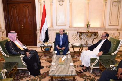 الرئيس هادي يستقبل وزير الاشغال والسفير السعودي لدى اليمن ويطلع على نتائج زيارتهما لسقطرى