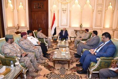 الرئيس هادي يستقبل اللجنة العسكرية المعنية بتطبيع الأوضاع في سقطرى