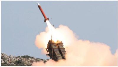 الحوثيون يطلقون صاروخ باليستي على السعودية