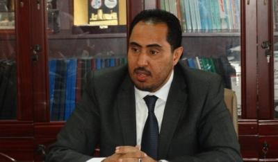 وزير الشباب والرياضه يجري إتصالاً هاتفياً بمدرب منتخب الجالية اليمنية بالسعودية الكابتن علي النونو