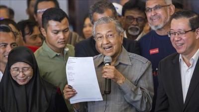 الحكومة الماليزية الجديدة تمنع وزراءها من قبول الهدايا