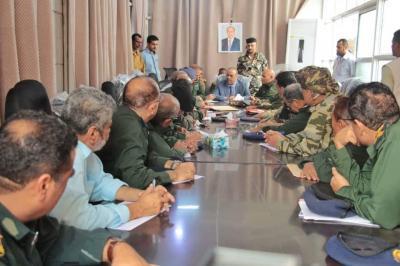 وزير الداخلية يترأس اجتماعاً موسعاً بالقيادات الامنية عقب عودته من الإمارات ( تفاصيل)