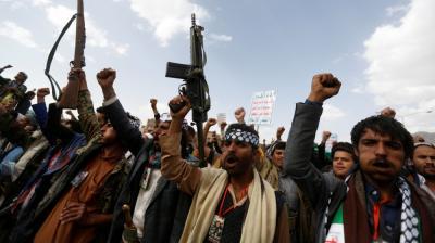 الحوثيون يلاحقون العسكريين والأمنيين والموظفين عبر عُقّال الحارات