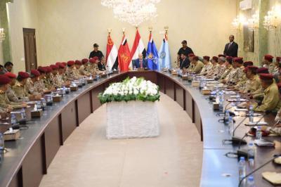 الرئيس هادي يرأس اجتماعا لقادة وزارة الدفاع والمنطقة العسكرية الرابعة