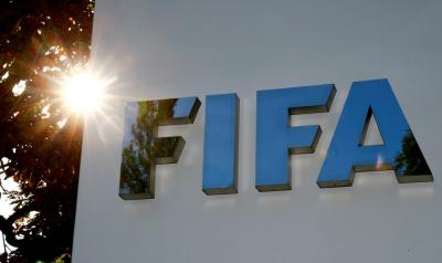 الفيفا يغرم روسيا بسبب لافتة عنصرية في مباراة أوروجواي