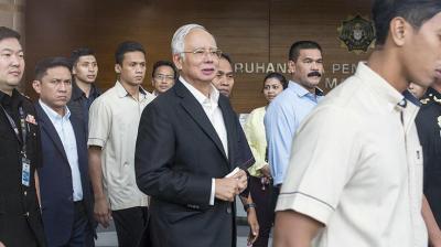 شرطة مكافحة الفساد توقف رئيس الوزراء الماليزي السابق