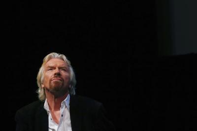ملياردير بريطاني يقترح توزيع أموال مجانًا لحل مشكلة عدم المساواة في الدخل