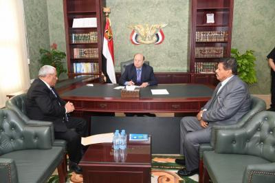 الرئيس هادي يوجه بإعداد مقترحات لدمج جهازي الأمن السياسي والقومي
