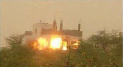 الحوثيون يفجرون منزل قيادي انشق عنهم بتعز ( صور)