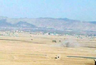 """الجيش  يقصف مواقع الحوثيين  من جبل """" ضين """" ويصد هجوماً في جبال الجنات بعمران - ونزوح مئات الأسر من مناطق الإشتباكات"""