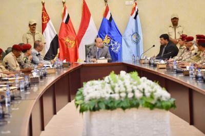 الرئيس هادي يرأس اجتماعا موسعا لقيادات وزارة الدفاع